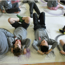 artist-ann-henderson-working-with-students-from-ballydown-ps